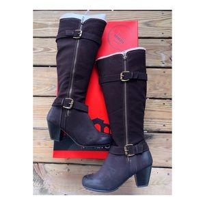 New with tags Rialto Distressed Boots size 6